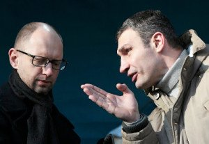 Interim PM Arseny Yatsenuk (l.) and Vitaly Klitschko (r.)