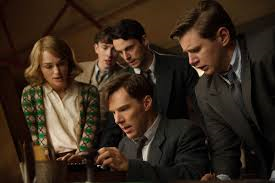 Benedict Cumberbatch (c.) and Kiera Knightly (l.) in The Imitation Game.